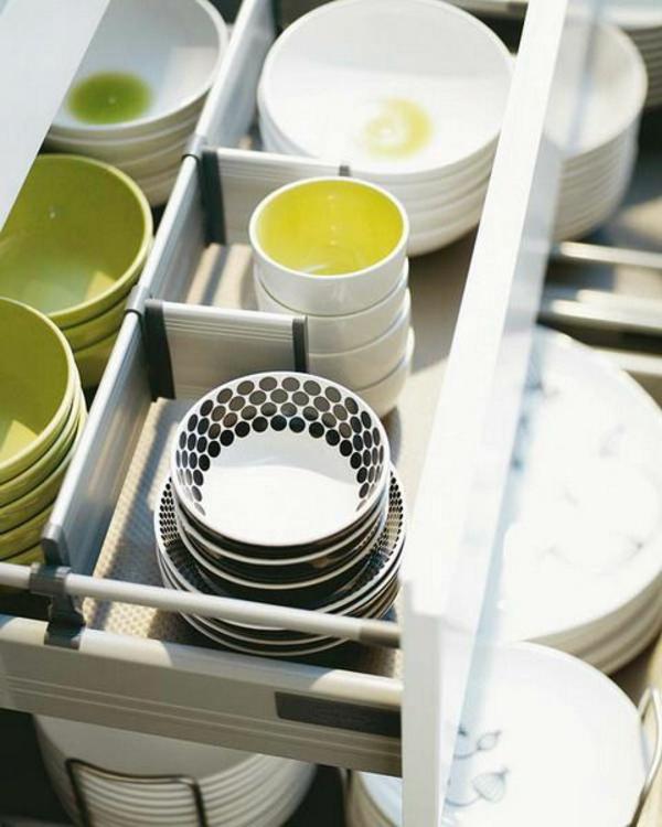 schubladeneinteilung küche praktische ideen tassen schüssel
