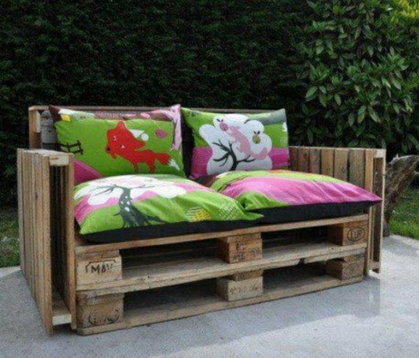 sofa aus paletten bauen gartenmöbel farbige