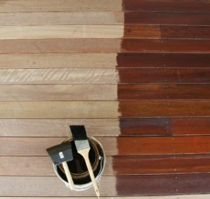 terrasse neu gestalten streichen sie farbig die terrassendielen. Black Bedroom Furniture Sets. Home Design Ideas