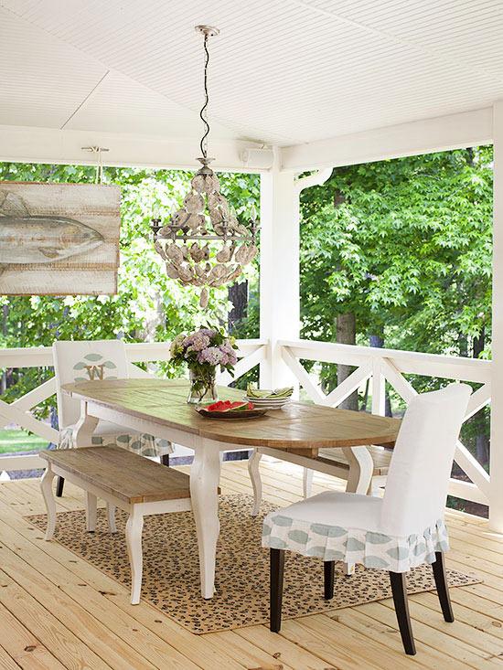 terrassengestaltung ideen holzveranda möbel esstisch mit stühlem kronleuchter