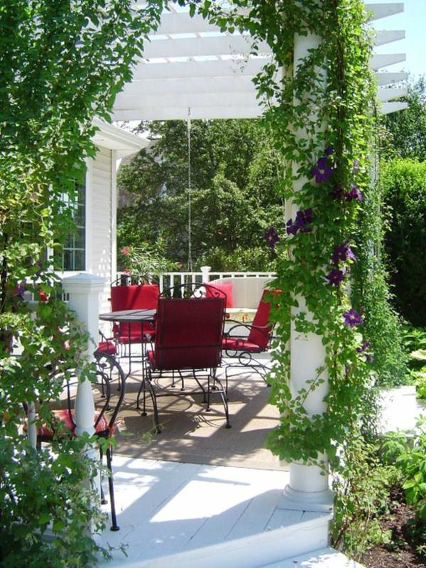 terrassengestaltung ideen pergola rote gartenmöbel