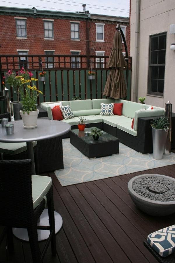 terrassengestaltung modern urban terrassenteppich sofa rattanmöbel