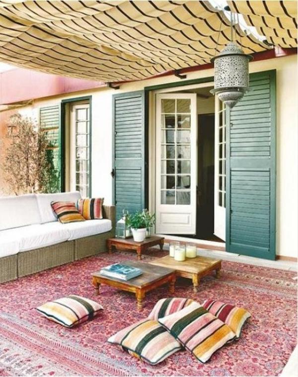 ein farbiger terrassenteppich wird ihren balkon schon With balkon teppich mit tapeten romantik stil