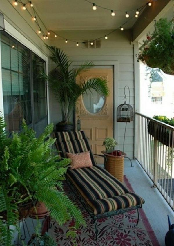 Ein farbiger Terrassenteppich wird Ihren Balkon schön