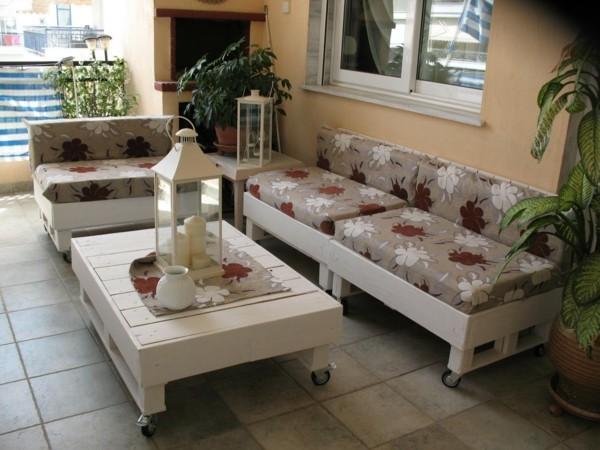 terrassenmöbel selber bauen palettensofa couchtisch weiss streichen