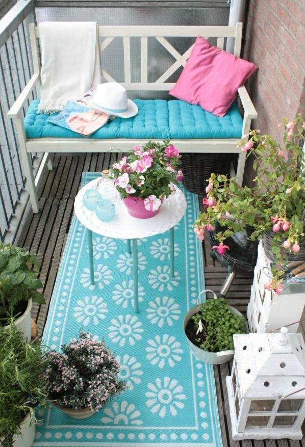 ein farbiger terrassenteppich wird ihren balkon sch n. Black Bedroom Furniture Sets. Home Design Ideas