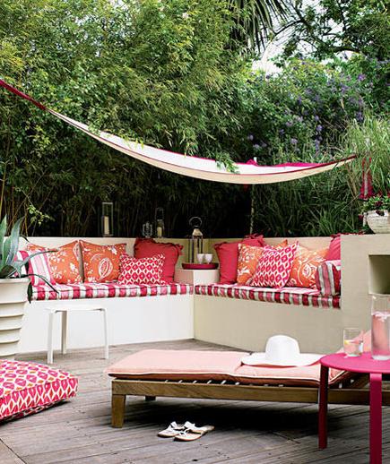 tropisches-ambiente-sitzecke-hängematte