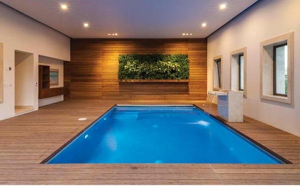 moderne einrichtungsideen f r ferienhaus mit innenpool. Black Bedroom Furniture Sets. Home Design Ideas