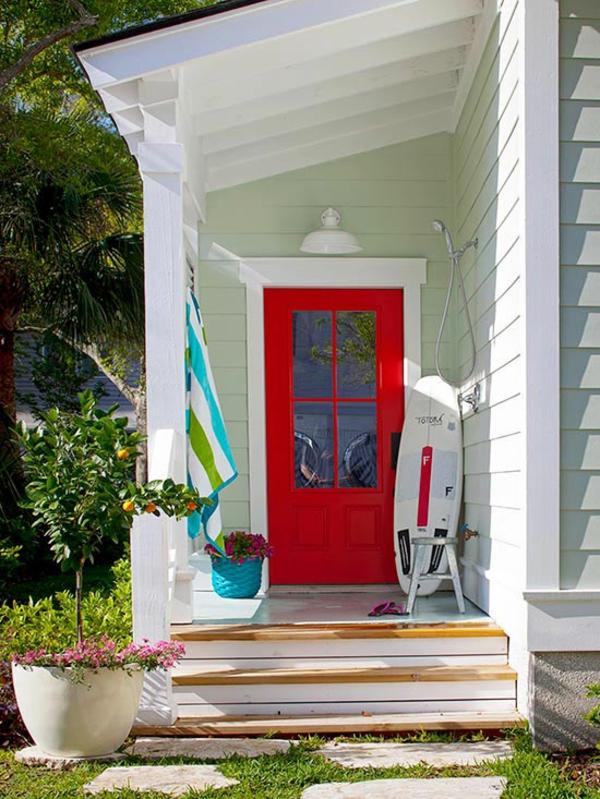 Bunte Gartendeko selber machen dekoration garten patio eingangstür rot
