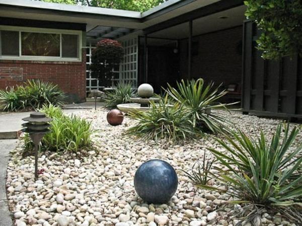 vorgartengestaltung modern kiessteine dekorative kugeln
