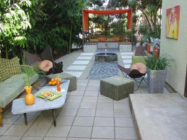 Vorgartengestaltung Modern Steinpflaster Gartenmöbel Wassermerkmal