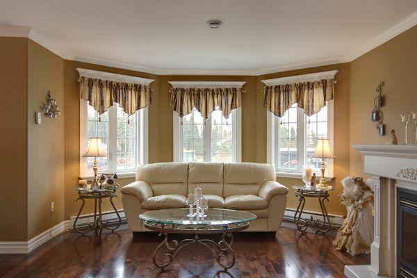 wohnzimmer orange braun: zeitgenössisch wohnzimmer farbideen braun ornage sofa gardinen