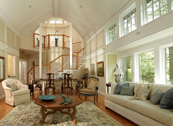 wohnzimmer designs in kolonialstil gewölbedecke holzboden antikmöbel