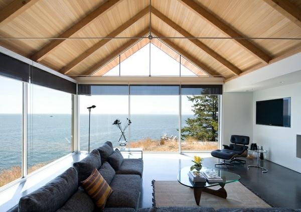 wohnzimmer designs mit gewölbedecken aus holz glaswände meerlblick