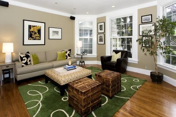 wohnzimmer wandfarbe brauntöne grüner teppich
