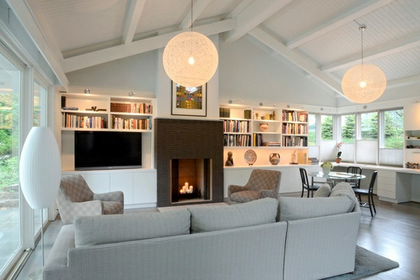 wohnzimmer designs kamin pendelleuchten gewölbedecke in weiß