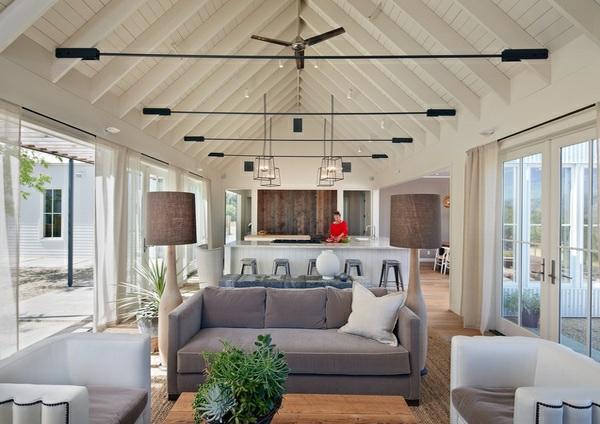 wohnzimmer designs gewölbte zimmerdecke holzdielen in weiß