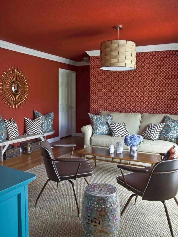 wohnzimmer wandfarbe kastanienbraun deckenfarbe wandtapete muster