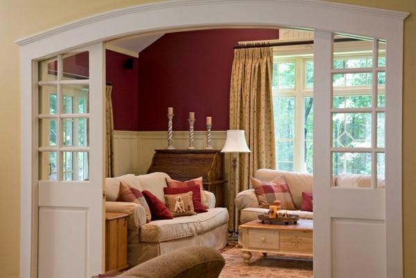 wohnzimmer wandfarbe kastanienbraun weiß beige