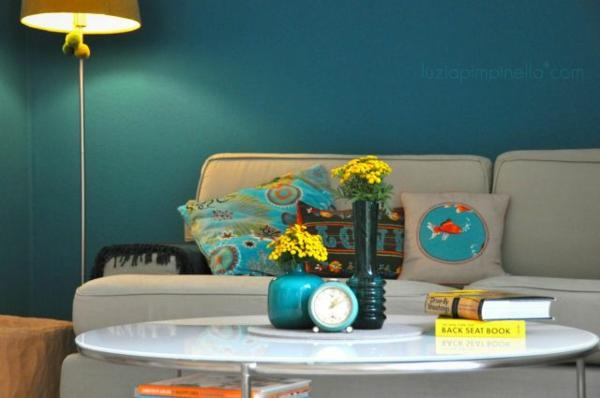 wohnzimmer wandfarbe lagune sofa tisch