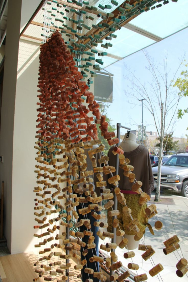 Basteln Korken kleider shop sichtschutz aufteiler