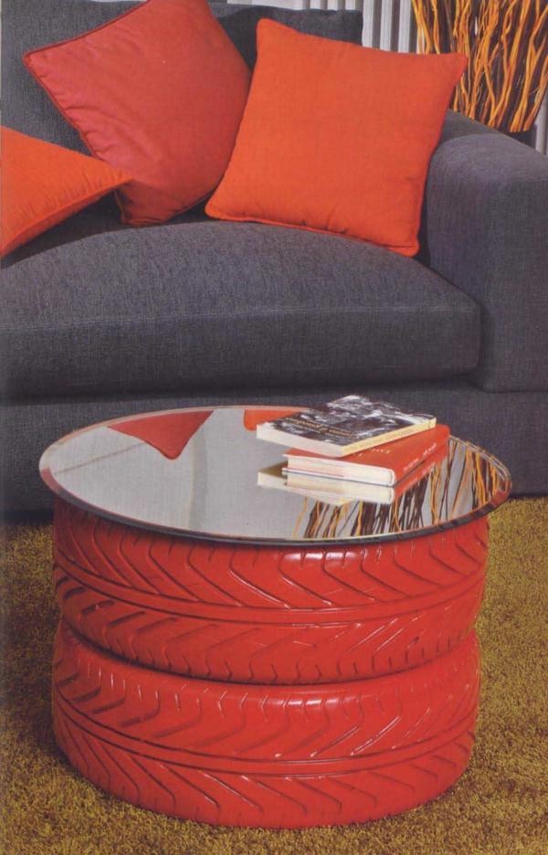 DIY rote wurfkissen sofa grau Möbel aus Autoreifen autoreifen recycling rot besprüht