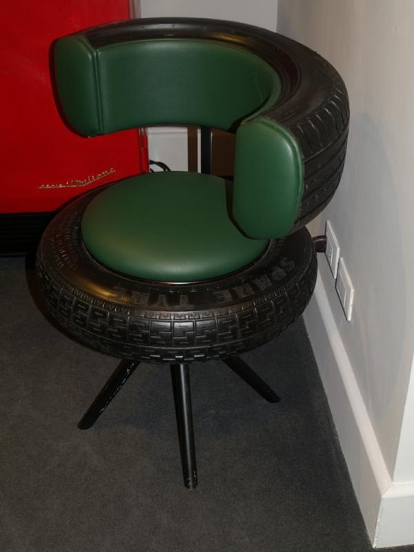 Möbel aus Autoreifen autoreifen recycling stuhl flur