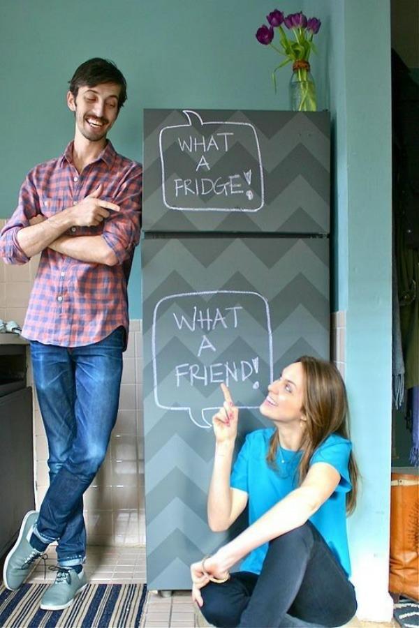 DIY wohnideen küche renovieren kühlschrank erneuern chevronmuster klebefolie