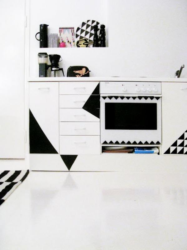 DIY wohnideen küchenfronten erneuern klebefolie schwarz weiß muster