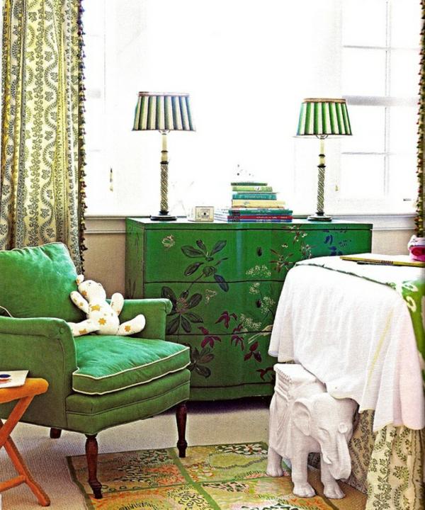 tischlampen streifen Farbe Farbbedeutung von Grün sessel sofa