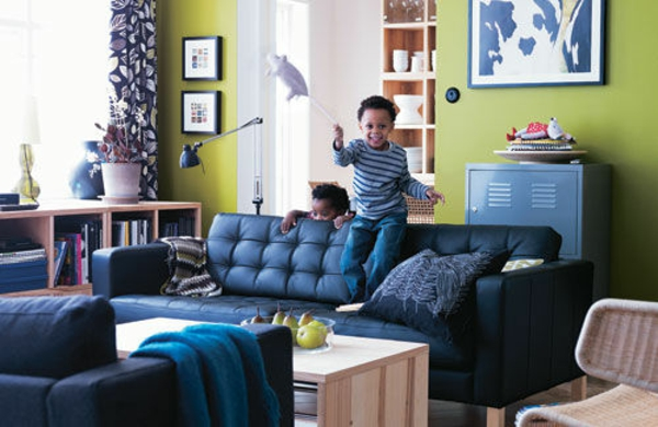Farbideen für Wohnzimmer blau polsterung