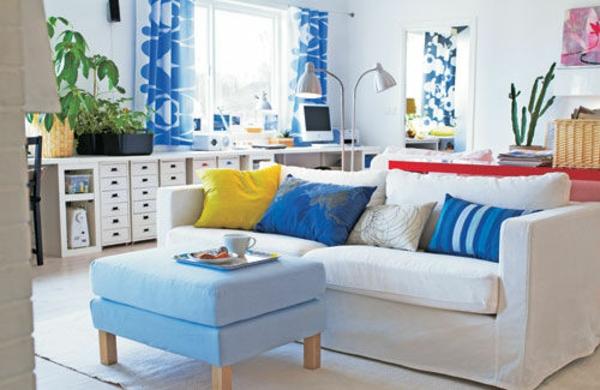 Farbideen hocker blau sofa Wohnzimmer frisch frühling