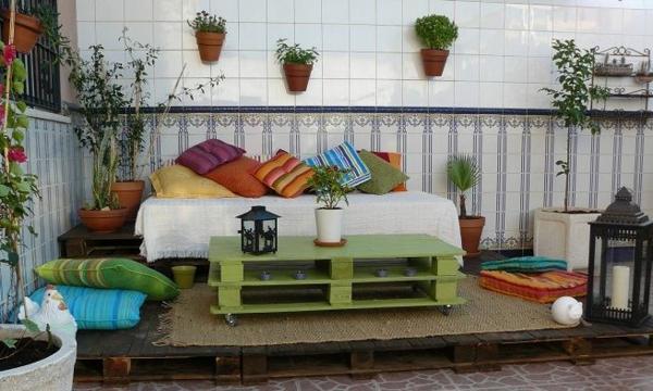 Möbel grüne leuchtende farbe Paletten gartenmöbel europaletten sitzen