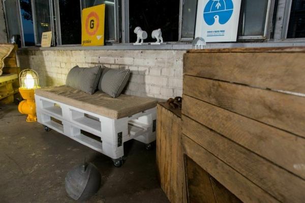 Möbel aus Paletten gartenmöbel europaletten sofa gartenbank