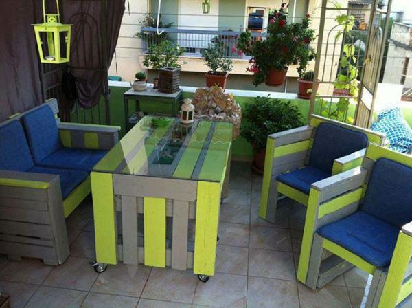 Möbe laus Paletten gartenmöbel europaletten grün tisch stühle