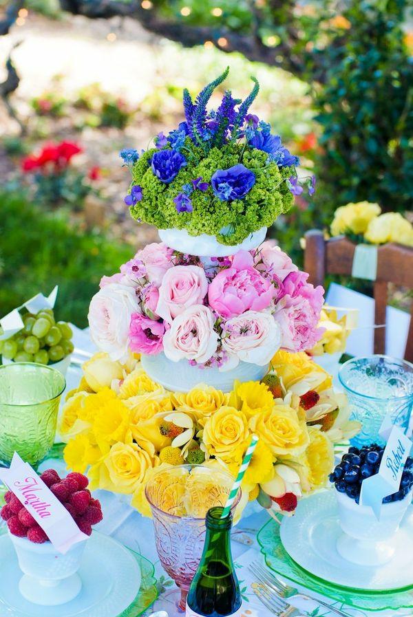 Sommerparty Deko bunt gartenideen tischdeko blumen vase