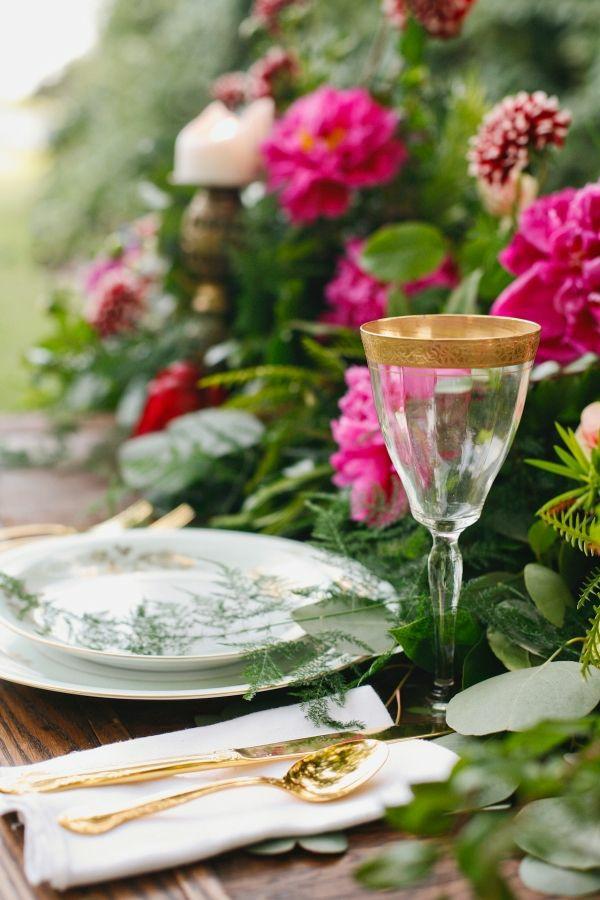 Sommerparty Deko bunt gartenideen tischdeko gartenblumen