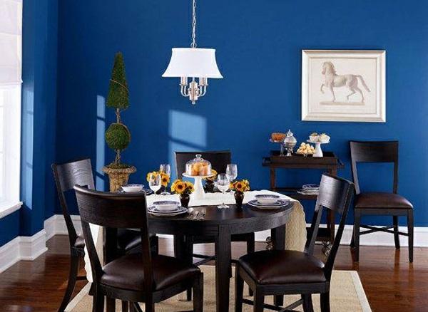 blauе Wandfarbe dunkel wandgestaltung