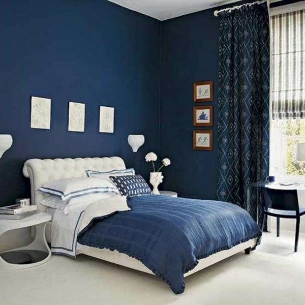 blauе Wandfarbe königsblau schlafzimmer