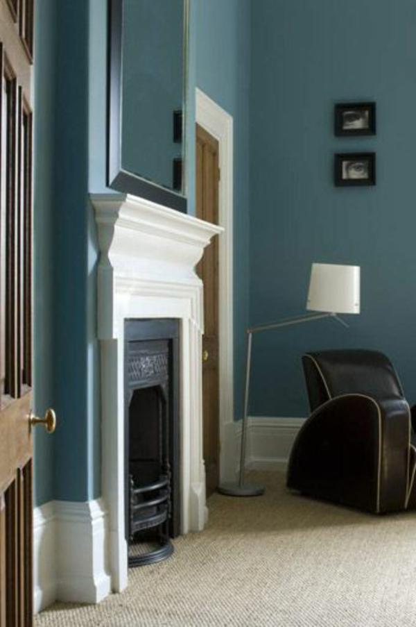 blauе Wandfarbe kamin farbgestaltung