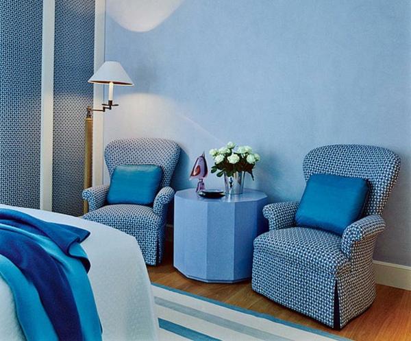 Taubenblauе Wandfarbe sessel blau polsterung