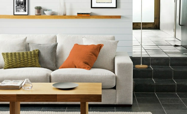 Wohnzimmer couchtisch Farbvorschläge orange kissen