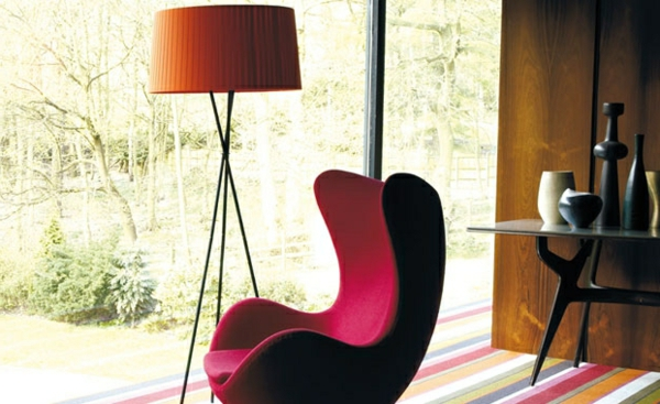 Wohnzimmer Farbvorschläge sessel rot stehlampe