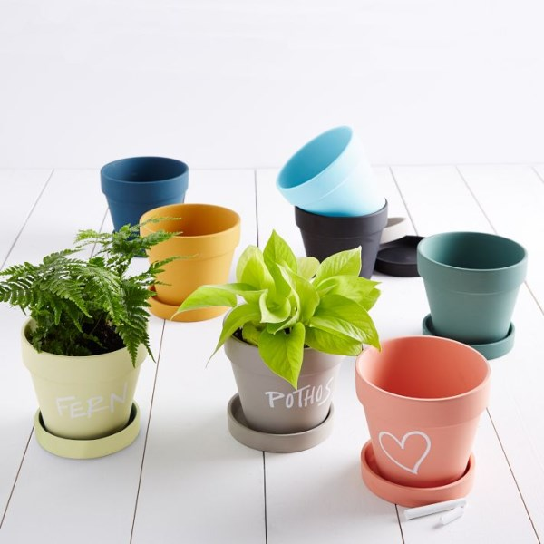 aktuelle wohntrends umweltfreundlich balkonpflanzen pflanzenbehälter trendfarben