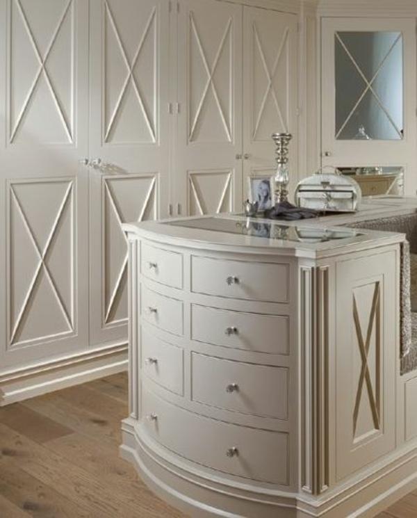 ankleidezimmer einrichtungsideen elegante möbel aus holz tisch