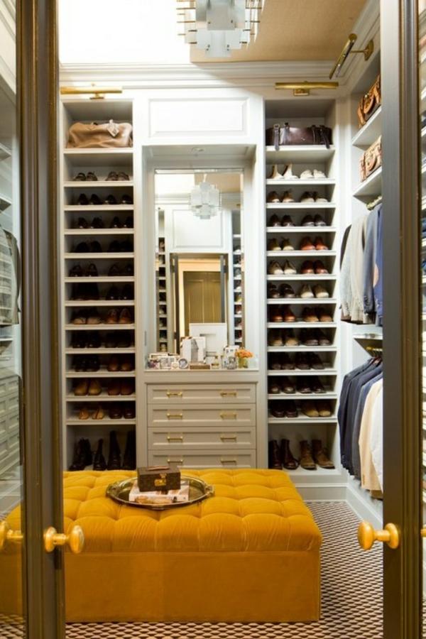 ankleidezimmer elegante möbel kleiderschrank regalsystem hocker