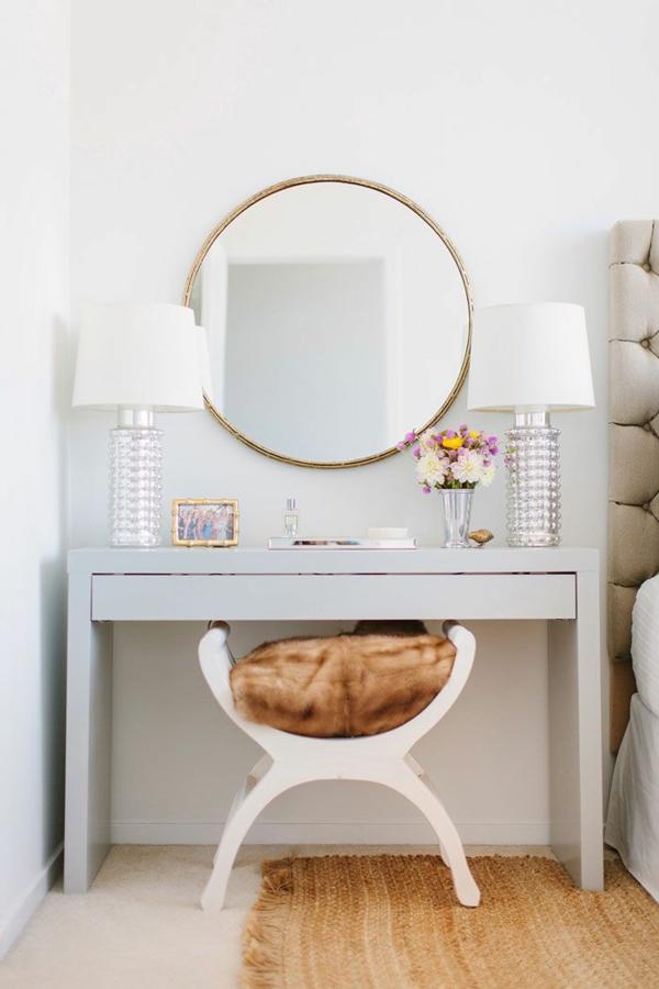 ankleidezimmer elegante möbel schminktisch spiegel