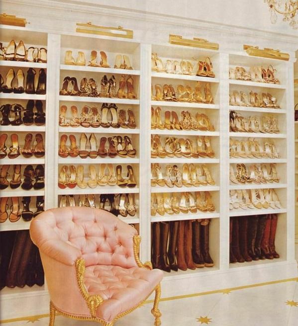 ankleidezimmer möbel einrichtungsideen regalsystem schuhe rosa