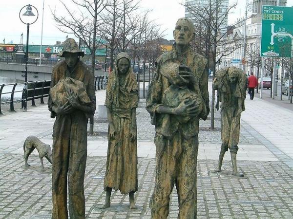 berühmte kunstwerke kunst los emigrantes skulptur
