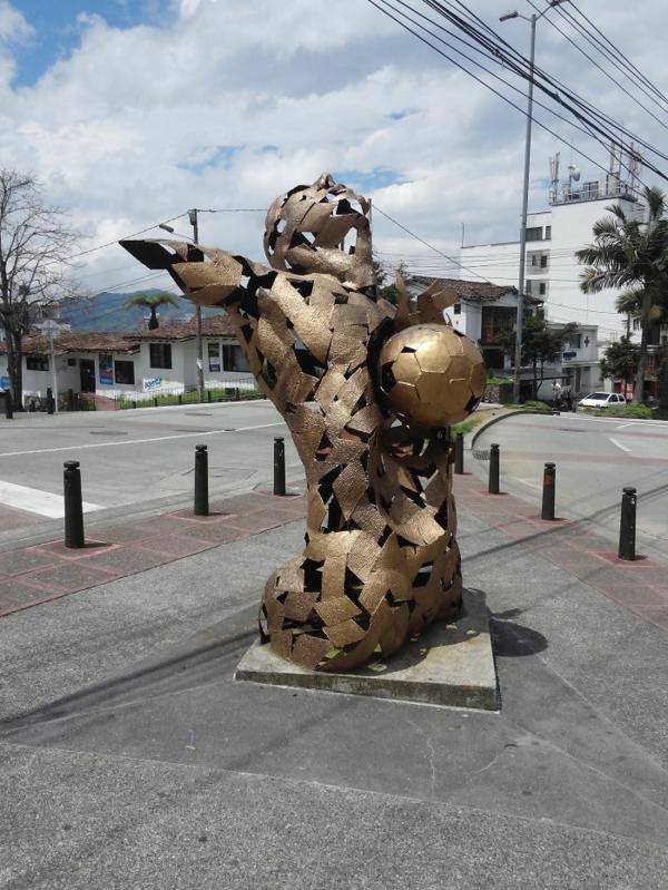 kunstwerke kunst und kultur fußball ist religion skulptur